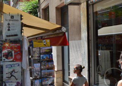 Els quioscos del barri s'adapten al negoci turístic