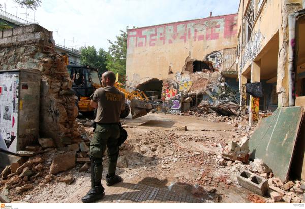 Desallotjats tres centres ocupats a Tessalònica que estaven destinats a les refugiades
