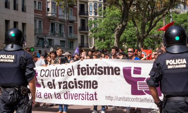 Galeria d'imatges de la manifestació antifeixista a la Vila de Gràcia